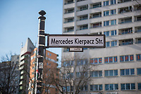 Im Berliner Stadtteil Kreuzberg wurden am 20. Februar 2021 Strassenschilder von Unbekannten anlaesslich des ersten Jahrestages des rechtsextremen Terroranschlag in Hanau am 19.2.2020 Strassenschilder mit Namen der Opfer ueberklebt.<br /> Im Bild: Die Dresdener Strasse wurde in Mercedes Kierpacz Strasse umbenannt.<br /> 21.2.2021, Berlin<br /> Copyright: Christian-Ditsch.de
