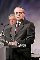 Jacques Fortin, Directeur General CENTECH - ETS get awarded at ADRIQ 2005 Gala<br /> ETS : L'Ecole de Technologie Superieure is part of UQAM<br /> Photo :  Images Distribution