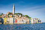 Croatia, Istria, Rovinj - Perl of Istria: old town with St Eufemija church | Kroatien, Istrien, Rovinj - die Perle Istriens: die auf einer Landzunge gelegene Altstadt mit der Kirche St. Eufemija ragt weit hinaus in die Adria