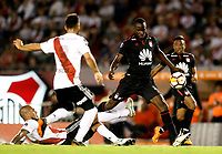 "BUENOS AIRES - ARGENTINA - 05 - 04 - 2018: Jonathan Mandana (Izq.) y Marcelo Saracchi (Cent.) jugadores de River Plate disputan el balón con Baldomero Perlaza (Der.), jugador de Independiente Santa Fe, durante partido de la fase de grupos, grupo D, fecha 2, entre River Plate (ARG) y el Independiente Santa Fe, por la Copa Conmebol Libertadores 2018, en el estadio Antonio Vespucio Liberti ""Monumental de River"", de la ciudad Ciudad Autónoma de Buenos Aires. / Jonathan Mandana (L) and Marcelo Saracchi (C)  players of River Plate vie for the ball with Baldomero Perlaza (R), player of Independiente Santa Fe, during a match of the groups phase, group D, 2nd date, beween River Plate (ARG) and Independiente Santa Fe, for the Conmebol Libertadores Cup 2018, at the Antonio Vespucio Liberti ""Monumental de River"", in Ciudad Autónoma de Buenos Aires.  Photo: VizzorImage / Javier Garcia Martino / Photogamma / Cont."