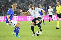 Bastian Schweinsteiger (Deutschland Germany) gegen Paulus Arajuuri (Finnland) - Deutschland vs. Finnland, Borussia Park, Mönchengladbach