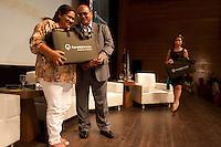 """FlorestabilidadeDespertar vocações para carreiras em manejo florestal, difundir o uso sustentável das florestas e oferecer recursos pedagógicos para professores e técnicos extensionistas da Amazônia. Esses são os principais objetivos do projeto 'Florestabilidade: Educação para o Manejo Florestal', uma parceria entre o Fundo Vale e a Fundação Roberto Marinho, que conta com o apoio do Serviço Florestal Brasileiro e parceria com o governo do Pará.Belém, Pará, Brasil.Foto Paulo Santos13/11/2012 Lançamento do programa """"Florestabilidade""""parceria da Vale, Fundação Roberto Marinho e Governo do Pará."""