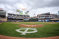 April 2, 2010: First professional baseball game played at Target Field between the St. Louis Cardinals and the Minnesota Twins. Target Field is the new home of the Minnesota Twins. Photo by: Chris Proctor/Four Seam Images