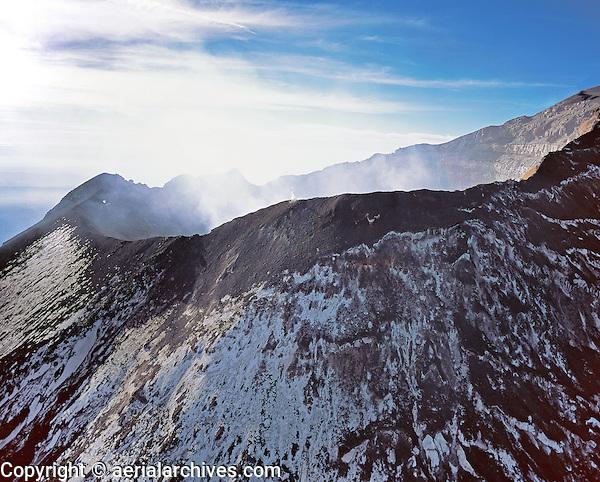 aerial photograph of the Popocateplt volcano east of Mexico City located in the States of Puebla 43 miles southeast of Mexico City, Mexico | Fotografía aérea del volcán Popocateplt al este de la Ciudad de México, ubicado en los Estados de Puebla