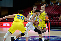11-05-2021: Basketbal: Donar Groningen v Den Helder Suns: Groningen,  Donar speler Leon Williams met Den Helder speler Bolden Brace en /Den Helder speler Stan van den Elzen
