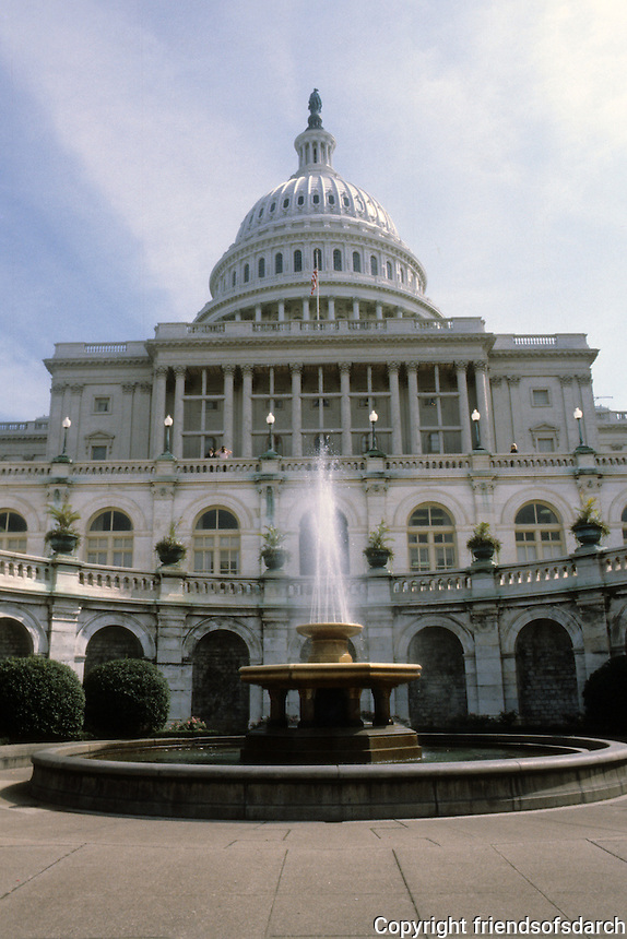 Washington D.C. : Capitol, viewed from below.