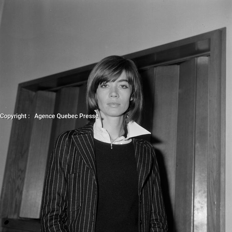La chanteuse francaise Francoise Hardy<br /> en visite au Quebec.<br /> (date inconnue, avant 1985)<br /> <br /> <br /> PHOTO :  Agence Quebec Presse - Roland Lachance