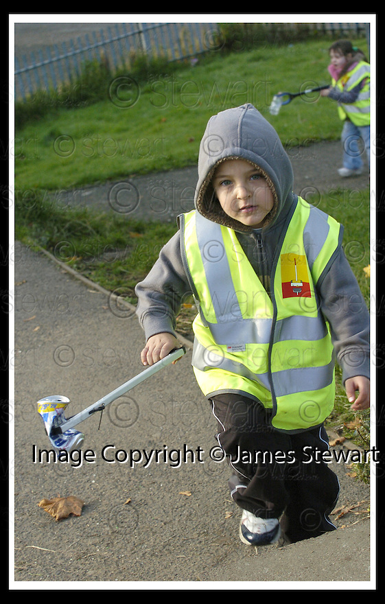 22/10/2007       Copyright Pic: James Stewart.File Name : 20_Larbert_Litter.MEMBERS OF THE PUBLIC GET TOGETHER ON THE STREETS AROUND LARBERT TO COLLECT LITTER.James Stewart Photo Agency 19 Carronlea Drive, Falkirk. FK2 8DN      Vat Reg No. 607 6932 25.Office     : +44 (0)1324 570906     .Mobile   : +44 (0)7721 416997.Fax         : +44 (0)1324 570906.E-mail  :  jim@jspa.co.uk.If you require further information then contact Jim Stewart on any of the numbers above........