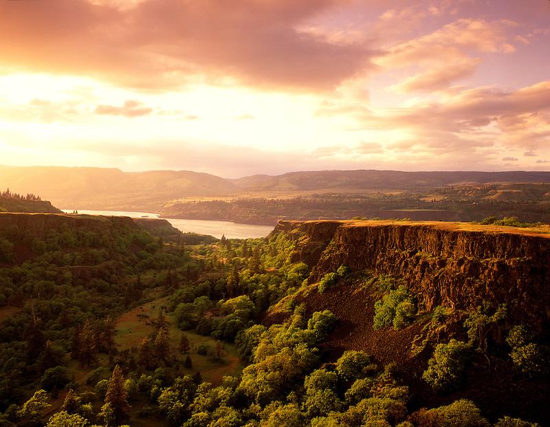 M00428M.tiff   Sunset at Tom McCall Preserve. Columbia River Gorge National Scenic Area, Oregon