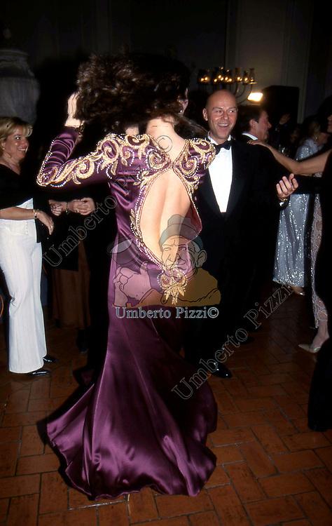 ESTHER MARINARO CRIMI<br /> BALLO DI BENEFICENZA AIRC A PALAZZO ALTIERI ROMA 2002