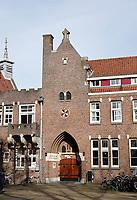 Nederland  Amsterdam - 2021.   Amsterdam Noord. Het Sint-Rosaklooster is een rooms-katholiek zusterhuis. Het werd gebouwd in 1927 naar ontwerp van A.J. Kropholler in traditionalistische bouwstijl. Het klooster bestaat uit een zusterhuis met kapel en is verbonden met het kloosterhof .   Foto Berlinda van Dam / HH / ANP.