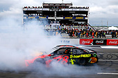 #78: Martin Truex Jr., Furniture Row Racing, Toyota Camry Bass Pro Shops/5-hour ENERGY celebrates his win with a burnout