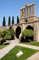 gotische Abtei Bellapais bei Girne (Keryneia, Kyrenia), erbaut 1205, Nordzypern