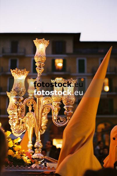 Hooded penitent in Holy Week street procession in Palma de Mallorca<br /> <br /> Penitente con capucha en una procesión de la Semana Santa en Palma de Mallorca<br /> <br /> Büßer mit Kapuze bei einer Karwochen-Prozession in Palma de Mallorca<br /> <br /> 1840 x 1232 px<br /> 150 dpi: 31,16 x 20,86 cm<br /> 300 dpi: 15,58 x 10,43 cm<br /> Original: 35 mm