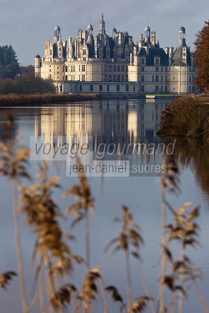 Europe/France/Centre/41/Loir-et-Cher/Sologne/Chambord: Le  Château de Chambord et le Cosson vus du pont de la canardière // France, Loir et Cher, Loire Valley listed as World Heritage by UNESCO, Chateau de Chambord