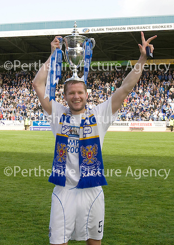St Johnstone v Morton....02.05.09.Skipper Kevin Rutkiewicz with the first division trophy.Picture by Graeme Hart..Copyright Perthshire Picture Agency.Tel: 01738 623350  Mobile: 07990 594431