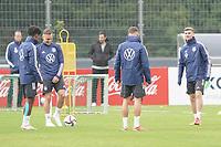 Mannschaft waermt sich auf - Stuttgart 30.08.2021: Training der Deutschen Nationalmannschaft, ADM Park Stuttgart