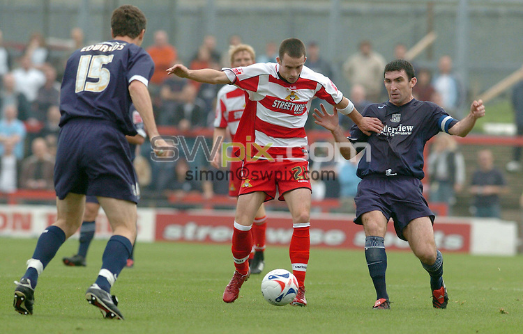 PIX HOWARD ROE/SWPIX. FOOTBALL COCA-COLA DIV 1.Doncaster Rovers V Southend 15 October  2005 3.00 PM KO..COPYRIGHT PICTURE >>SIMON WILKINSON>>07811267706..Doncaster's  Michael McIndoe cuts his way through Southends's defence