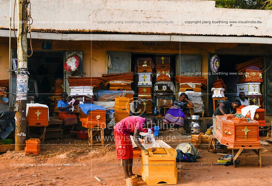 UGANDA, Kampala, coffin maker / Sargmacher
