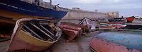 Afrique/Maghreb/Maroc/Fès : Barques de spécheurs et remparts de la citadelle