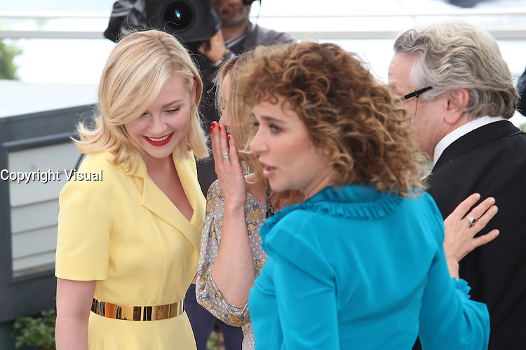 KIRSTEN DUNST, VANESSA PARADIS AND VALERIA GOLINO - PHOTOCALL OF THE JURY AT THE 69TH FESTIVAL OF CANNES 2016