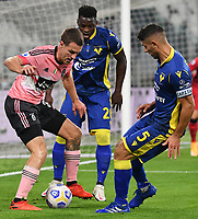 Calcio, Serie A: Juventus - Hellas Verona, Turin, Allianz Stadium, October 25, 2020.<br /> Juventus' Aaron Ramsey (l) in action with Hellas Verona's  captain Davide Faraoni (r) and Ronaldo Vieira (c) during the Italian Serie A football match between Juventus and Hellas Verona at the Allianz stadium in Turin, October 25,,2020.<br /> UPDATE IMAGES PRESS/Isabella Bonotto
