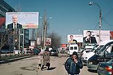 Wahlplakate Im Zentrum Comrats,  der Hauptstadt des autonomen Gebietes Gagausiens in dem ca. 160000 Einwohner leben, die Republik Moldau ist eines der ärmsten Länder Europas /  Electionposter in the Center of Comrat