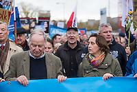 """Bis zu 2500 Anhaenger der Rechtspartei """"Alternative fuer Deutschland"""" (AfD) versammelten sich am Samstag den 7. November 2015 in Berlin zu einer Demonstration. Sie protestierten gegen die Fluechtlingspolitik der Bundesregierung und forderten """"Merkel muss weg"""". Die Demonstration sollte der Abschluss einer sog. """"Herbstoffensive"""" sein, zu der urspruenglich 10.000 Teilnehmer angekuendigt waren.<br /> Mehrere tausend Menschen protestierten gegen den Aufmarsch der Rechten und versuchten an verschiedenen Stellen die Route zu blockieren. Gruppen von AfD-Anhaengern wurden von der Polizei durch Einsatz von Pfefferspray, Schlaege und Tritte durch Gegendemonstranten, die sich an zugewiesenen Plaetzen aufhielten, zur rechten Demonstration gebracht. Zum Teil wurden sie von Neonazis-Hooligans dabei angefeuert. Dabei kam es zu Verletzten, mehrere Gegendemonstranten wurden festgenommen.<br /> Im Bild vlnr.: Alexander Gauland, AfD-Landesvorsitzender Brandenburg; Beatrix von Storch, stellv. AfD-Vorsitzende.<br /> 7.11.2015, Berlin<br /> Copyright: Christian-Ditsch.de<br /> [Inhaltsveraendernde Manipulation des Fotos nur nach ausdruecklicher Genehmigung des Fotografen. Vereinbarungen ueber Abtretung von Persoenlichkeitsrechten/Model Release der abgebildeten Person/Personen liegen nicht vor. NO MODEL RELEASE! Nur fuer Redaktionelle Zwecke. Don't publish without copyright Christian-Ditsch.de, Veroeffentlichung nur mit Fotografennennung, sowie gegen Honorar, MwSt. und Beleg. Konto: I N G - D i B a, IBAN DE58500105175400192269, BIC INGDDEFFXXX, Kontakt: post@christian-ditsch.de<br /> Bei der Bearbeitung der Dateiinformationen darf die Urheberkennzeichnung in den EXIF- und  IPTC-Daten nicht entfernt werden, diese sind in digitalen Medien nach §95c UrhG rechtlich geschuetzt. Der Urhebervermerk wird gemaess §13 UrhG verlangt.]"""