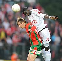 SV Zulte-Waregem - KV Kortrijk..Cheikhou Kouyaté kopt de bal weg voor Tarmo Teemelo..foto David Catry /VDB