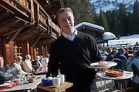 Europe/France/Rhone-Alpes/74/Haute-Savoie/Megève: Restaurant: La Côte 2000 - Service des desserts en terrasse