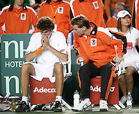 6-4-07, England, Birmingham, Tennis, Daviscup England-Netherlands, Haase on the bench with Jan Siemerink