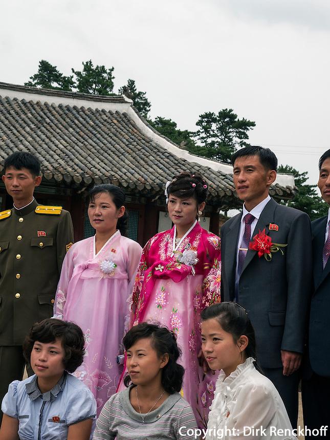 Brautpaar bei Kaesong, Nordkorea, Asien<br /> bridal couple near Kaesong, North Korea, Asia