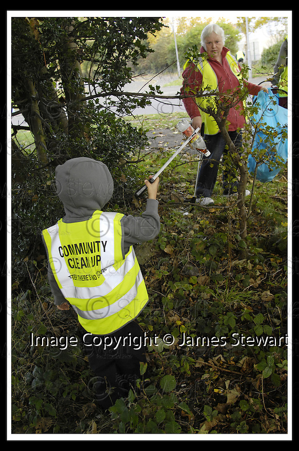 22/10/2007       Copyright Pic: James Stewart.File Name : 02_Larbert_Litter.MEMBERS OF THE PUBLIC GET TOGETHER ON THE STREETS AROUND LARBERT TO COLLECT LITTER.James Stewart Photo Agency 19 Carronlea Drive, Falkirk. FK2 8DN      Vat Reg No. 607 6932 25.Office     : +44 (0)1324 570906     .Mobile   : +44 (0)7721 416997.Fax         : +44 (0)1324 570906.E-mail  :  jim@jspa.co.uk.If you require further information then contact Jim Stewart on any of the numbers above........
