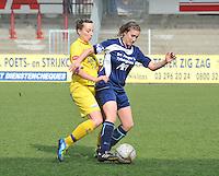 Waasland Beveren Sinaai Girls - Famkes Merkem : .Kwartfinale beker van België 2011-2012 : Lim De Vetter zit Rebecca Dierick op de hielen..foto DAVID CATRY / JOKE VUYLSTEKE / Vrouwenteam.be