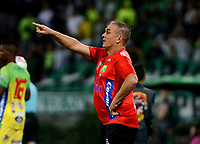 MEDELLÍN - COLOMBIA - 28 - 03 - 2018: Nestor Craviotto, técnico de Atletico Huila, durante partido de la fecha 11 entre Atletico Nacional y Atletico Huila, por la Liga Águila I 2018, jugado en el estadio Atanasio Girardot de la ciudad de Medellín. / Nestor Craviotto, coach of Atletico Huila, during a match of the 11th date between Atletico Nacional and Atletico Huila for the Aguila League I 2018, played at Atanasio Girardot stadium in Medellin city. Photo: VizzorImage / León Monsalve / Cont.