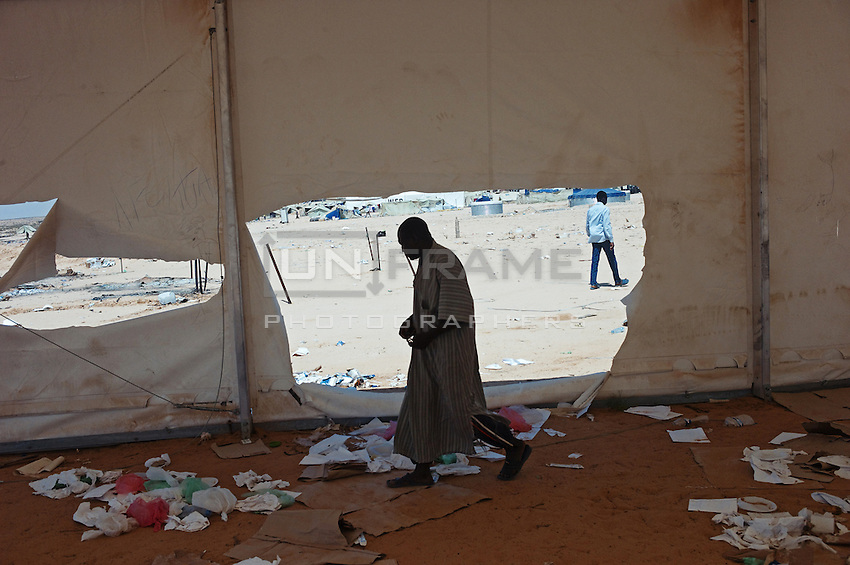 Tensions between refugees fleeing the war from Lybia culminated in the burning down of tents and supplies. As a result some people were injured and two people lost their lives.