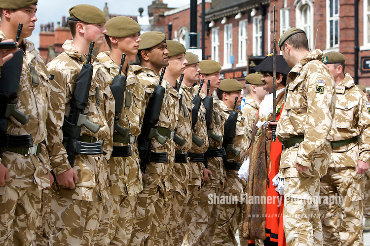 Pix: Shaun Flannery/sf-pictures.com..COPYRIGHT PICTURE>>SHAUN FLANNERY>01302-570814>>07778315553>>..3rd August 2009.............Parade by the Yorkshire Regiment and presentation of Honour of Freedom of Borough.