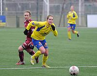 Dames Zulte - Waregem - STVV Sint Truidense VV : Kristien Elsen en Catherine Szynal (links).foto DIRK VUYLSTEKE / Vrouwenteam.be
