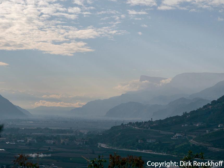 Blick auf Gantkofel, Algunder Waalweg, Algund bei Meran, Region Südtirol-Bolzano, Italien, Europa<br /> Panorama with Gantkofel,  Lagundo village near Merano, Region South Tyrol-Bolzano, Italy, Europe