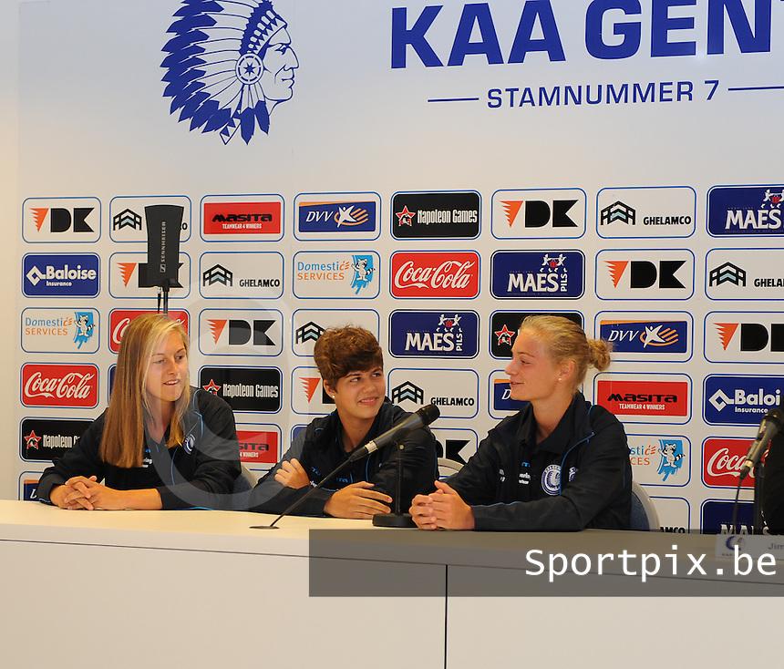 K AA Gent Ladies : Pauline Windels (links) , Margaux Van Ackere (rechts) en Isabelle Iliano (midden)<br /> foto Dirk Vuylsteke / nikonpro.be