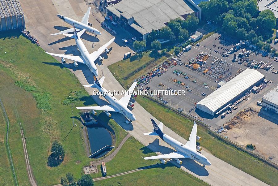 Jumbo Schlange Flughafen Fuhlsbüttel: DEUTSCHLAND, HAMBURG, 06.08.2020: Abgestellte Boeing 747 der Lufthansa vor der Technik Halle