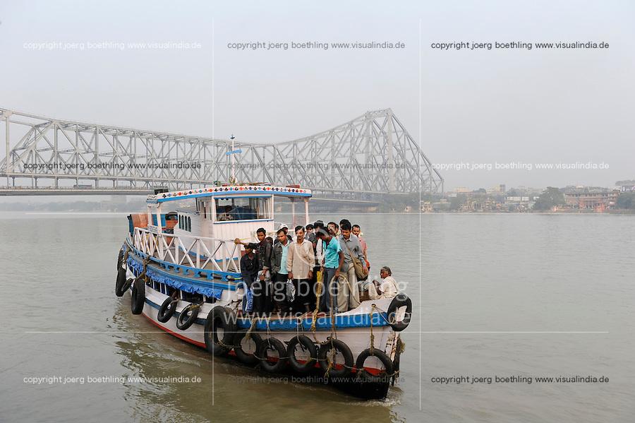 INDIA Westbengal, Kolkata, ferry boat on Hooghli river and Howrah bridge / INDIEN, Westbengalen, Kolkata, Boot auf dem Hugli Fluss und Howrah Bruecke