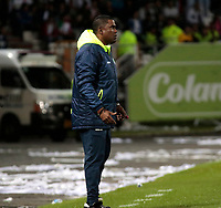 MANIZALES - COLOMBIA, 24-10-2018: Hubert Bodhert director técnico del Once Caldas.Acción de juego etre los equipos Once Caldas y el Atlético Nacional durante partido por la final ida  de la Copa Águila 2018 jugado en el estadio Palogrande de la ciudad de Manizales. / Hubert Bodhert coach of Once Caldas.Action game between Once Caldas and Atletico Nacional during final round match for the Copa Aguila tournament 2018 played at the Palogrande Stadium in Manizales city. Photo: VizzorImage / Santiago Osorio / Contribuidor
