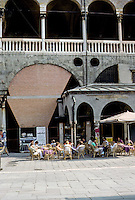 Italy: Padua--Outdoor cafe next to Law Courts, Piazza Delle Frutta. Photo '83.