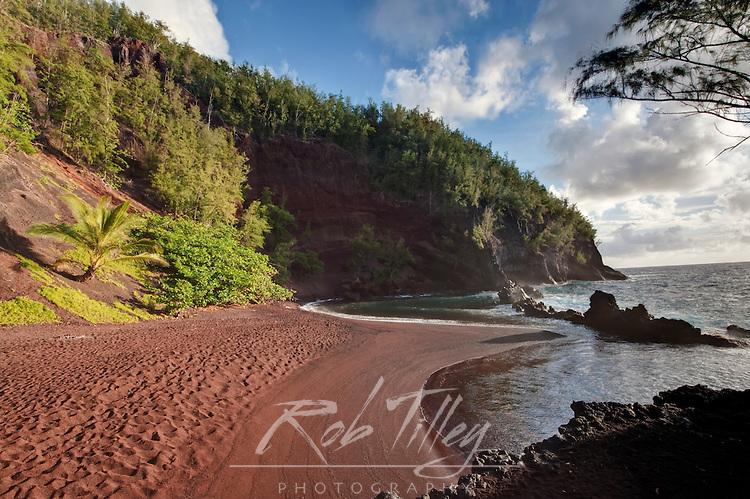 USA, HI, Maui, Hana, Red Sand (Kaihalulu) Beach