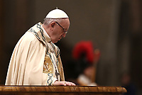 Papa Francesco celebra nella Basilica di San Pietro la preghiera dei Primi Vespri e Te Deum in ringraziamento per l'anno trascorso. Città del Vaticano, 31 dicembre 2018.<br /> Pope Francis celebrates the new year's eve Vespers and Te Deum prayer in Saint Peter's Basilica at the Vatican, on December 31, 2018.<br /> UPDATE IMAGES PRESS/Isabella Bonotto<br /> <br /> STRICTLY ONLY FOR EDITORIAL USE