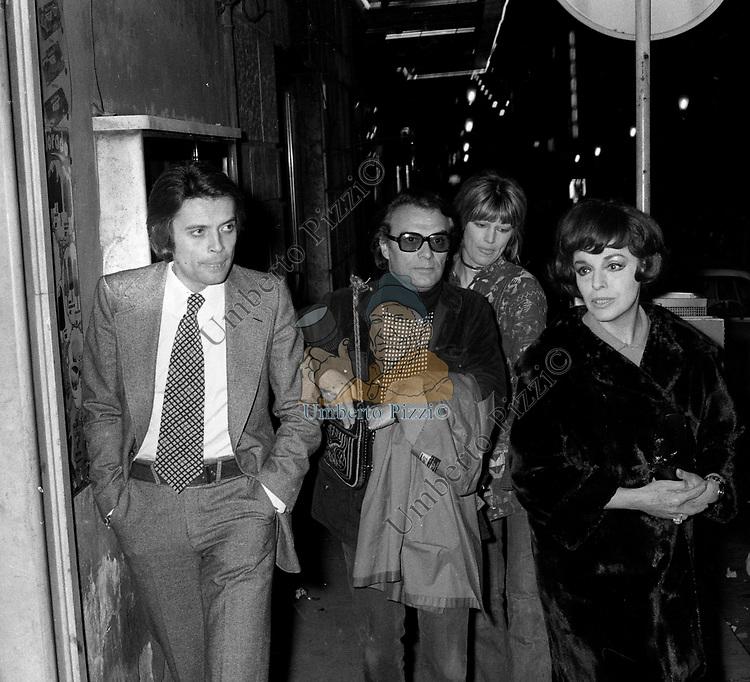 GABRIELE ANTONINI CON GIORGIO ALBERTAZZI ANNA PROCLEMER E PENNY BROWN<br /> ROMA 1972