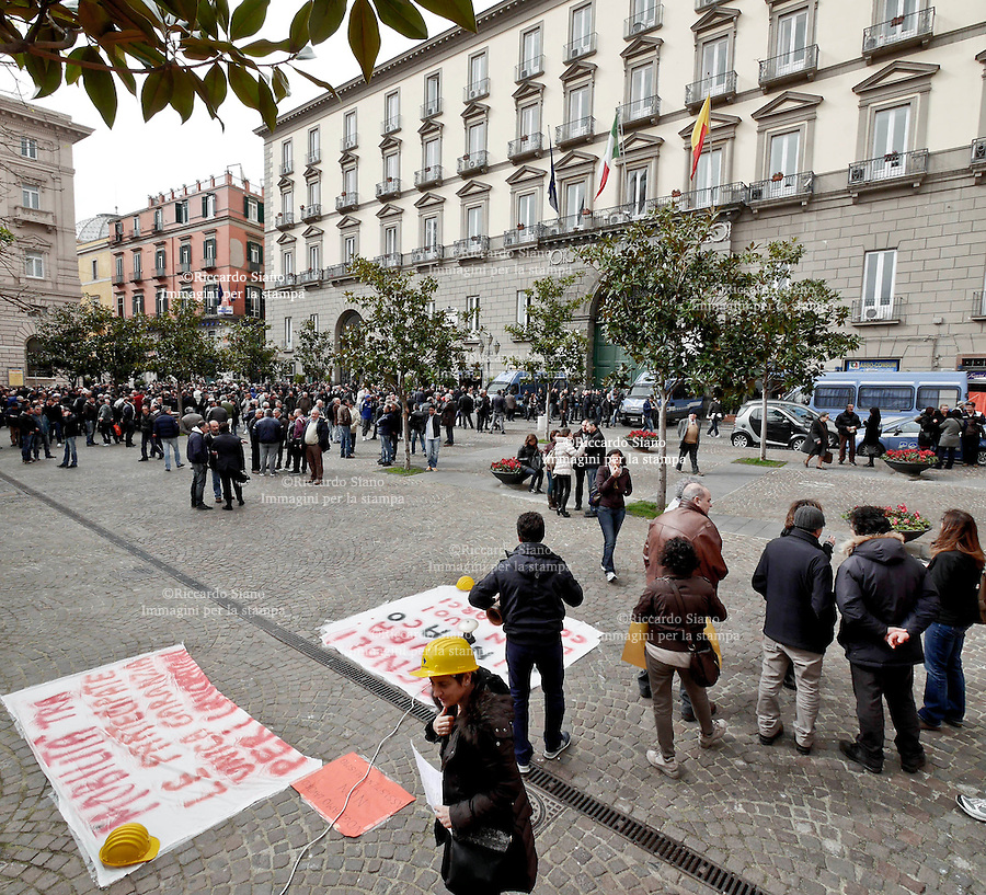 - NAPOLI  19 FEB  2014 -  Protesta lavoratori Bagnolifutura fuori palazzo San Giacomo sede del comune