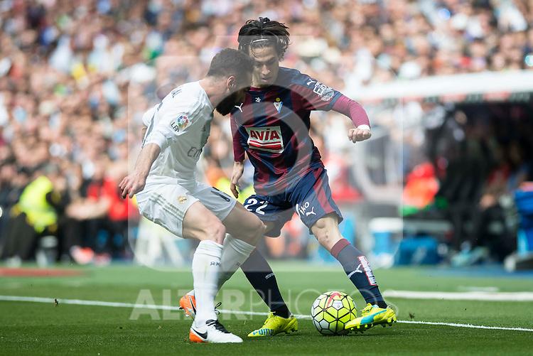 Real Madrid's Daniel Carvajal and Sociedad Deportiva Eibar's Jota Peleteiro during La Liga match. April 09, 2016. (ALTERPHOTOS/Borja B.Hojas)