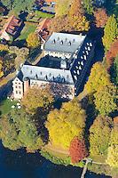 Reinbeker Schloss:DEUTSCHLAND, SCHLESWIG- HOLSTEIN, REINBEK 30.10.2005: Reinbeker Schloss im Herbst,  Herbst, Laubfaerbung